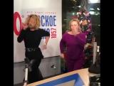 Юлия Высоцкая повеселила публику зажигательным танцем