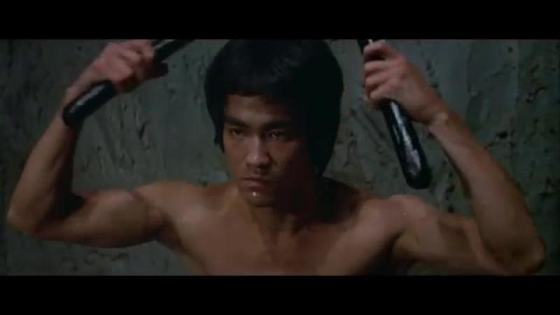 Брюс Ли. Знаменитая сцена с нунчаками из фильма -Выход Дракона- 1973 года.