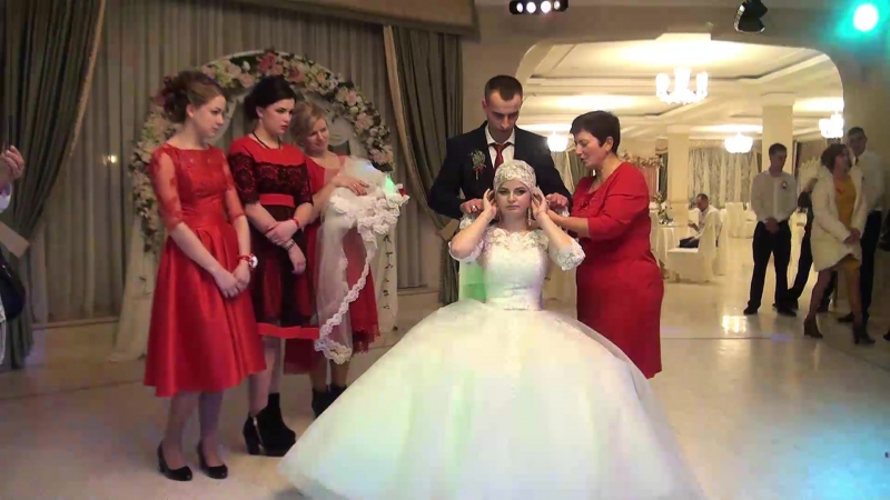 13-обряд зняття фати-весілля в Богородчанах Марічка та Роман 19 11 2017р