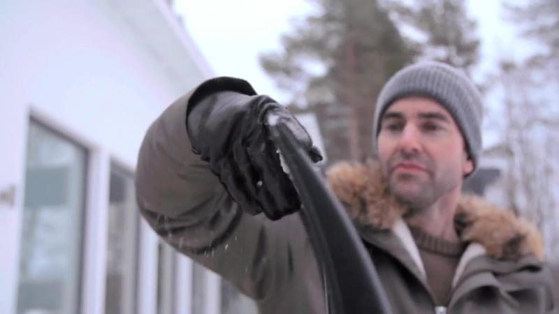 Облегченный скрепер для уборки снега Fiskars SnowXpert