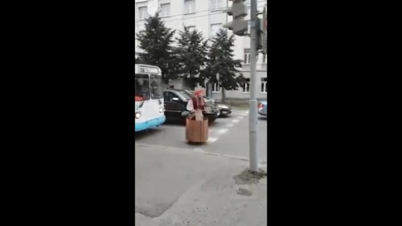 Осторожно на улице баба яга