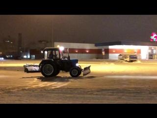 Когда на работе скучно - Дрифт на тракторе