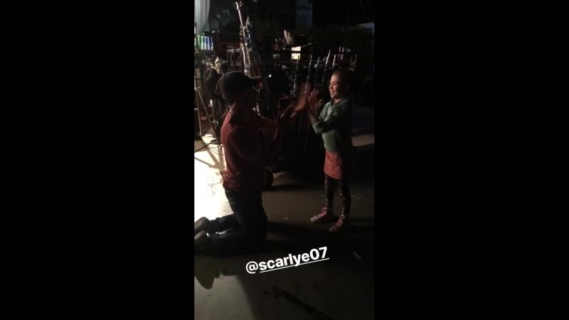 Scarlett on set
