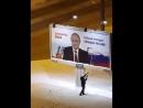 В России скандал из-за осквернения портрета Путина в Питере:видео с надругательством над предвыборным портретом президента РФ.