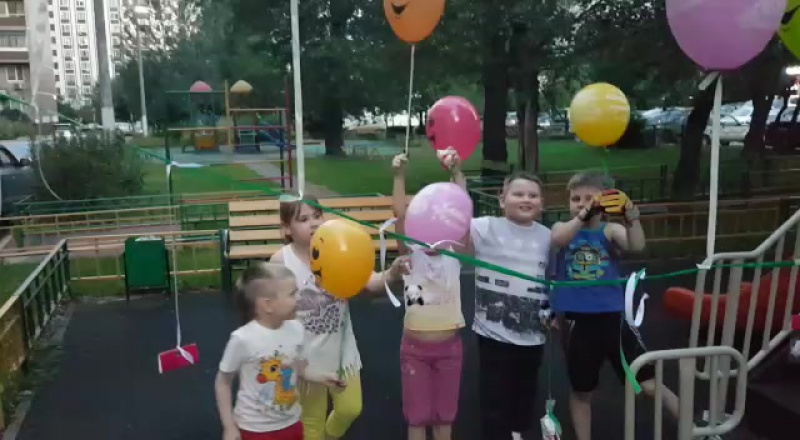 День рождения Владислава. Загадывали желания и выпускали шарики.