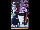 Посетитель секс-шопа, 18+.