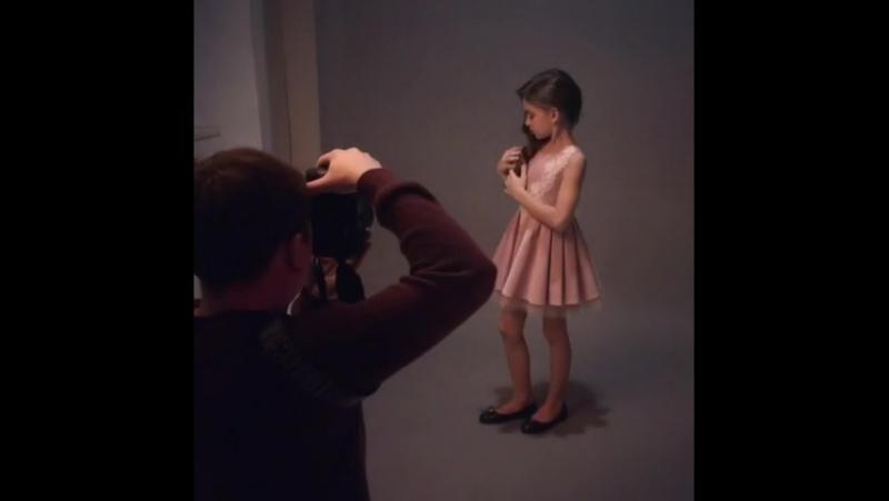 Розовое платье с кружевом от Omagia