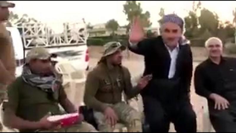 Иракские силы встречается местными курдами в Дибисе киркук мы здесь для вас и вы наши братья и мы все иракцы с никаких разли
