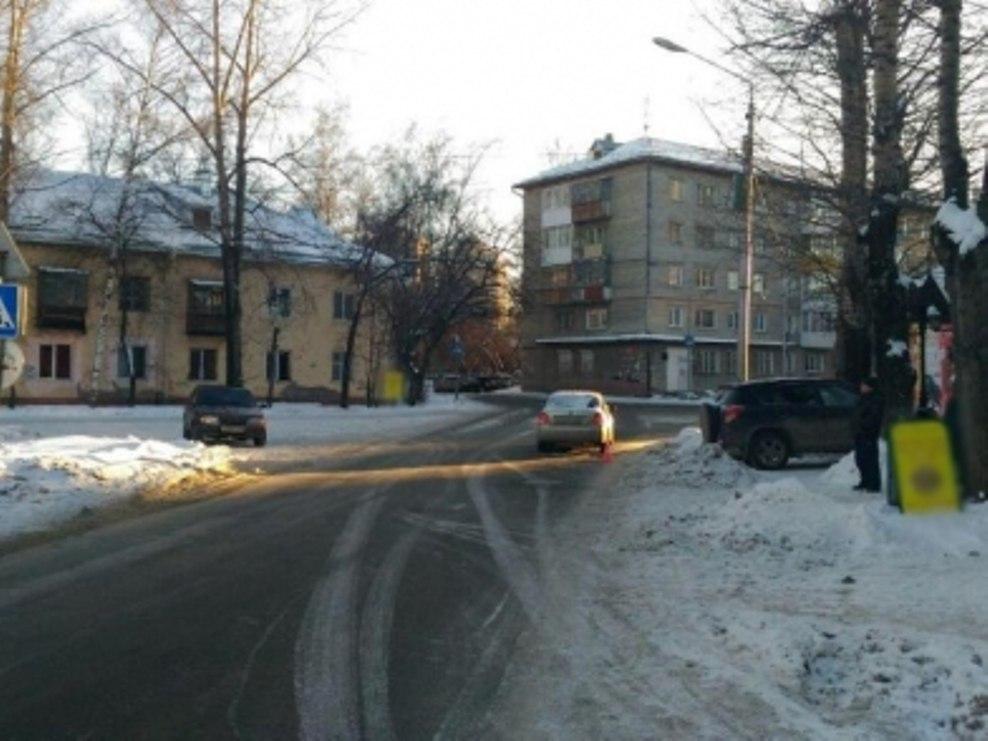 Иномарка сбила подростка на улице Артема в Томске
