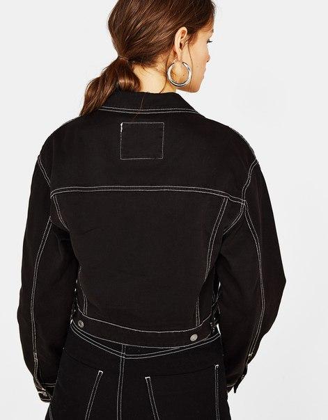 Укороченная куртка с декоративным кольцом