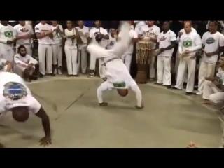 Jogo de Iuna... Battle of movement... - ABADA-Capoeira AU