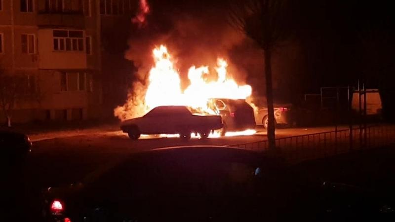 Пожар в Кропоткине, горят машины в 1 МКР