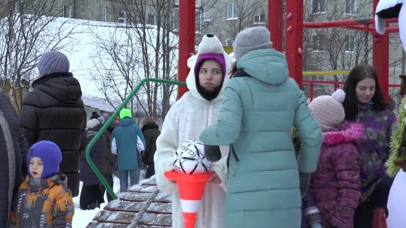 Конкурс Весёлый Снеговик на спортивно-игровой площадке по ул. Защитников Заполярья, д. 3