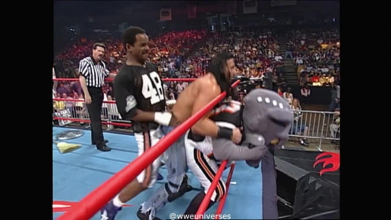 WCW.Monday.Nitro.2000.05.01 - Norman Smiley vs Crowbar