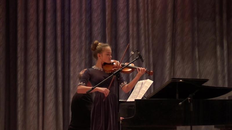 Вивальди. Концерт ля мин 3 ч играет Софья В.