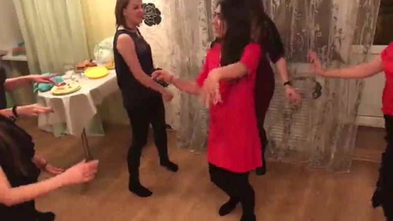 танец невесты и подружек невесты
