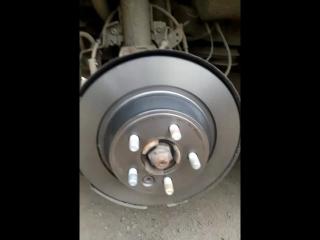 Замена задних тормозных дисков и тормозных колодок RANGE ROVER EVOQUE