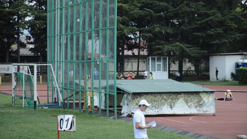 600 метров бежит Дарья Яковлева