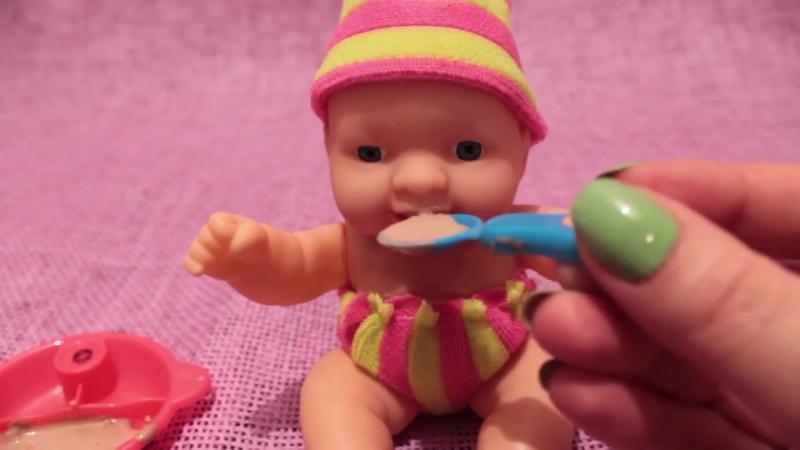 Пупсик кушает, какает на горшок. Играем в дочки матери. Игрушки для девочек. Играем в Куклы.