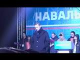 Навальный отвечает ПУТИНИСТУ на митинге в Кемерово про одурманивание молодежи и