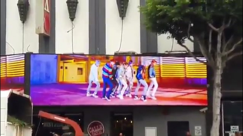 [VIDEO] BTS at Hollywood Blvd. in Los Angeles Fox Theatre