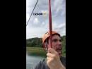 Nina Dobrev aparecendo no fundo do vídeo de seu amigo Tanner Novlan enquanto ele estava na descida de tirolesa na selva em Tulum