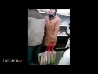 Asylanten stürmen Tafel - lachen deutsche Rentnerin aus
