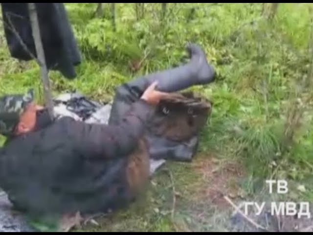 Участковый вывез сломанного охотник'а из болота