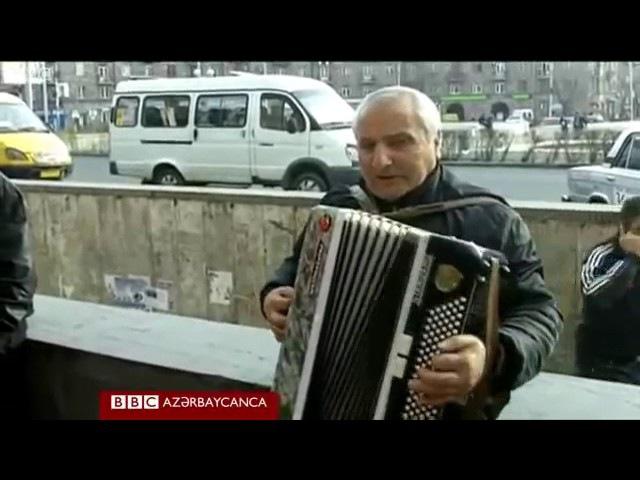 Yerevanda Azərbaycan mahnıları oxuyan akkordeonçu