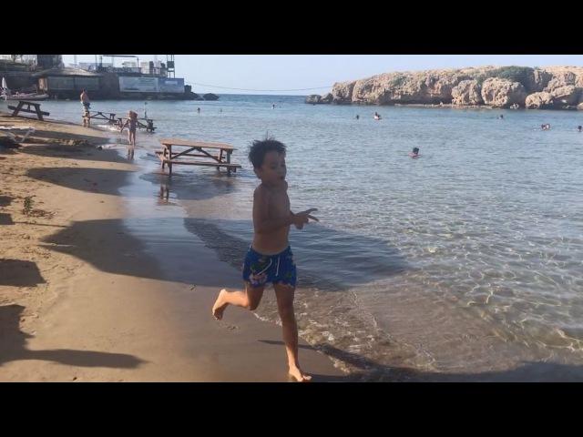 Дети не любят ездить на пляж, но зато как приедем, потом их не вытащить оттуда ☺️ Мы с мужем, наоборот, обожаем купаться, загорать и наслаждаться шумом моря🌊❤️ На Кипре очень красивое и чистое море😍 а горы просто