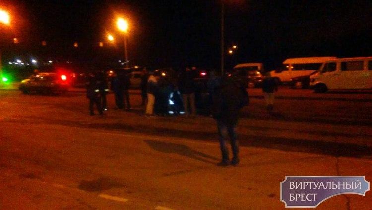 В очереди на границе загорелся VW Passat на польских номерах