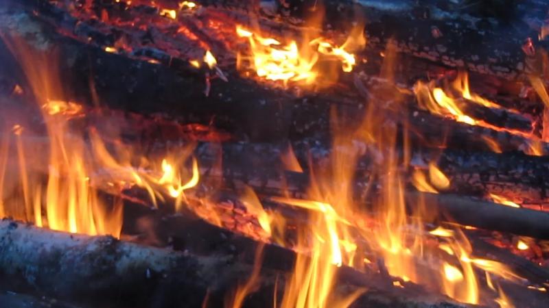 Огонь, добытый без помощи спичек.