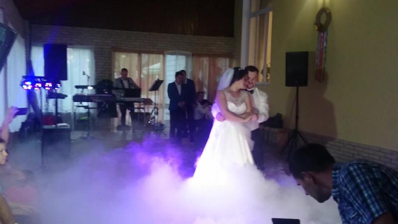 Захоплюючий та романтичний танець молодої пари Наталії та Петра