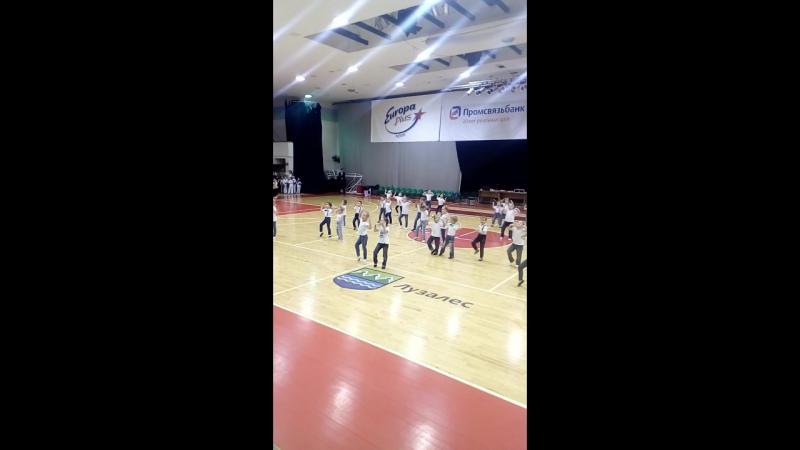 Виола выступает на открытии волейбольного турнира