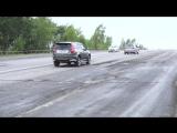Дорожники упражняются с заплатками на проезжей части