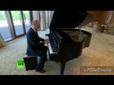 Владимир Владимирович Путин играет на рояли песню Мелани Мартинез