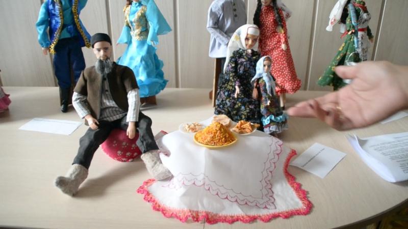 19.05.2015г Облдетскбиблиотека выставка татарская куклы от Райхана ханум