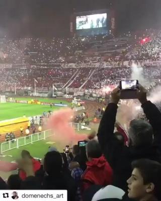 Фанаты Ривер Плейта знают, как создать атмосферу на стадионе
