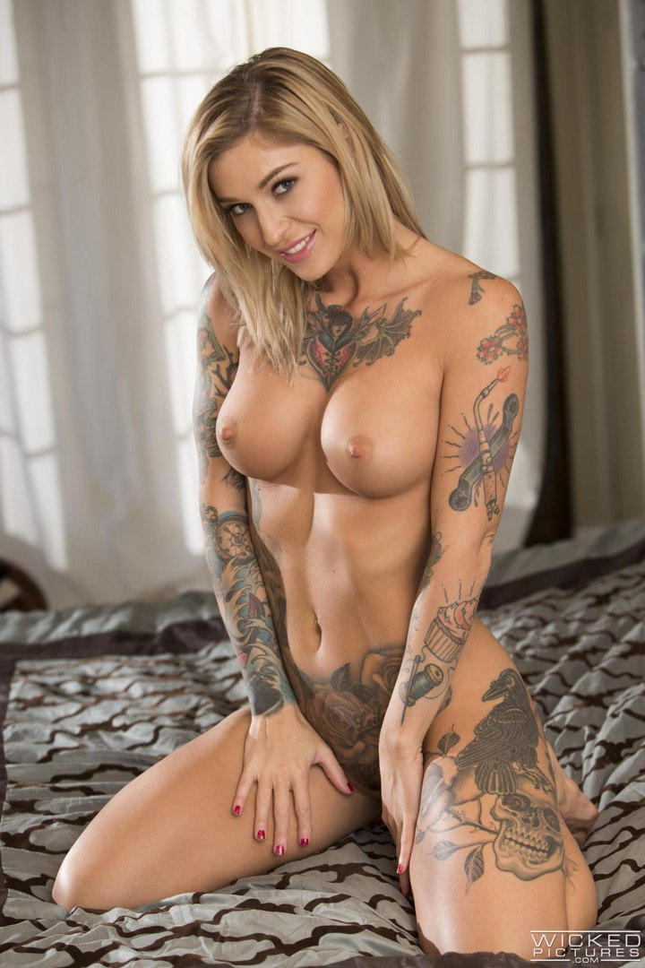 Only naked moms pics