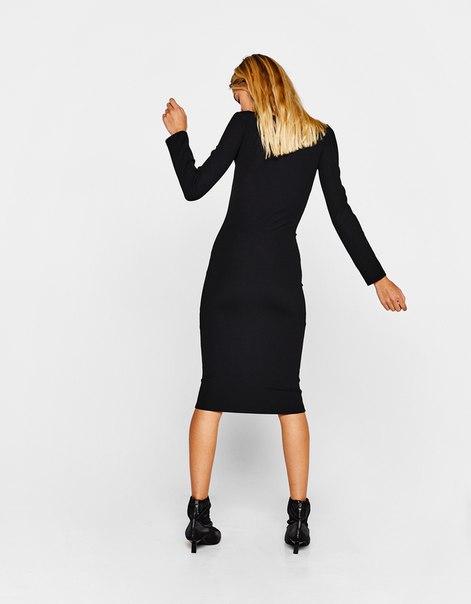 Длинное платье с люверсами