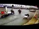 В подмосковном Подольске на перекрёстке Товарной и Вокзальной водитель иномарки сбил дорожного рабочего