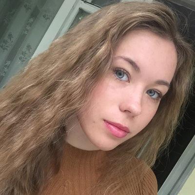 Юля Орехова