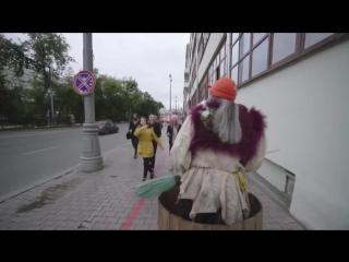 Баба-Яга в Москве рассекает на гироскутере