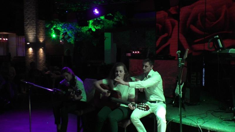Кристина Потицкая , Мария Чирская и Александр Беспалый - Выступление на концерте в рестоклубе Дочь Вишня