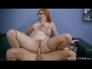 Порно - Секс с грудастой секретаршей Lauren Phillips