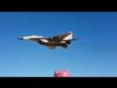 Миг29 Сирийских ВВС проходит на малой высоте