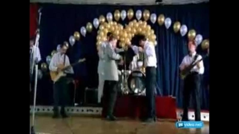 Бригада Пчёла Фил и Космос поют песню на свадьбе Белого