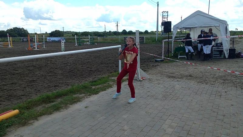 Полина Пикун А мне бы петь и танцевать.