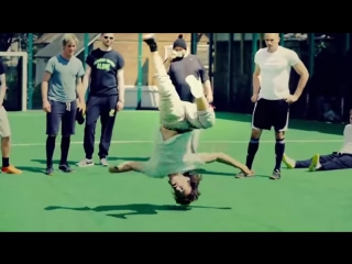 Футбол с элементами акробатики