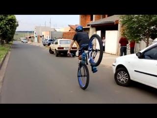 Езда на переднем колесе.